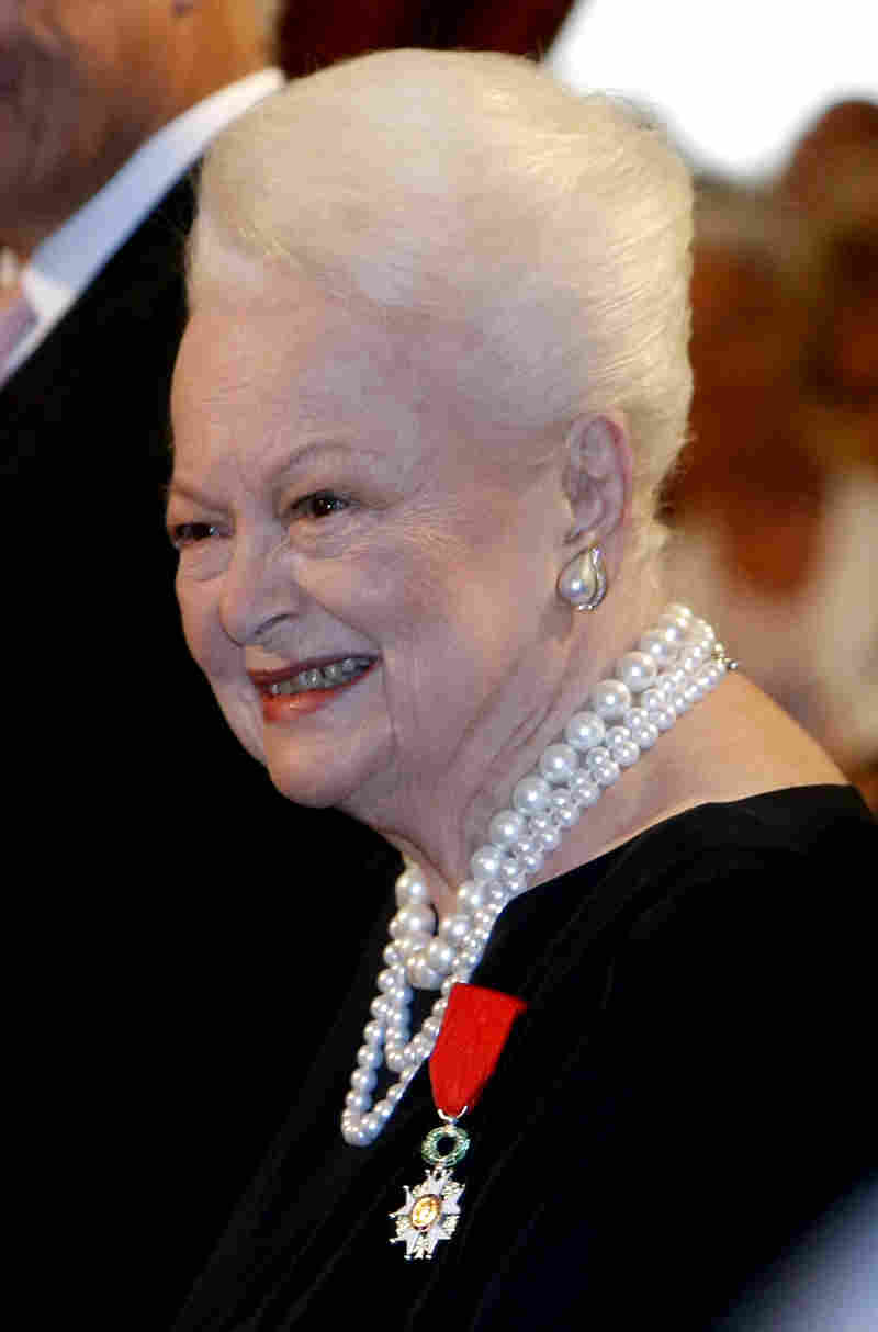 De Havilland was named a knight of the Legion of Honor by French President Nicolas Sarkozy in 2010.